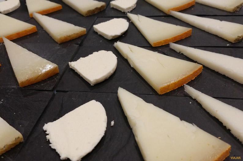 Cata de quesos en Quesum. Vigo
