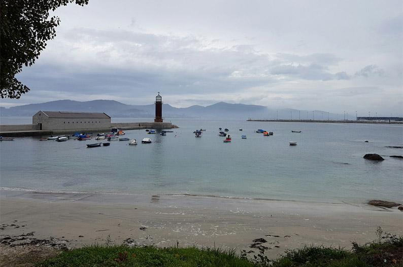 O Cocho y Mourisca junto al Museo do Mar. Vigo