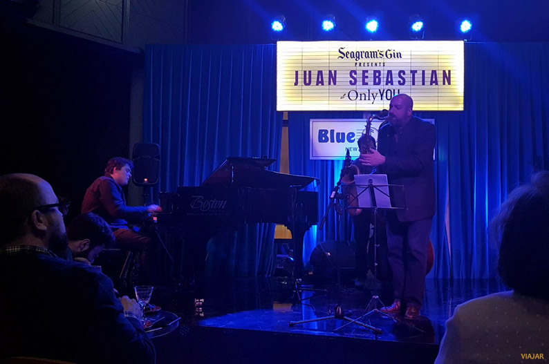 Juan Sebastián en el escenario del Blue Note. Seagram's New York Hotel at Only YOU