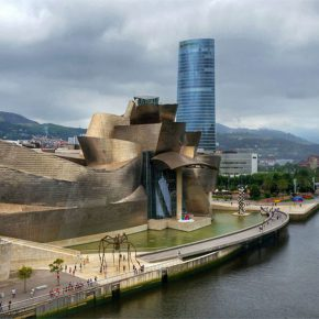 Museo Guggenheim Bilbao, un sueño de titanio con alma de cultura