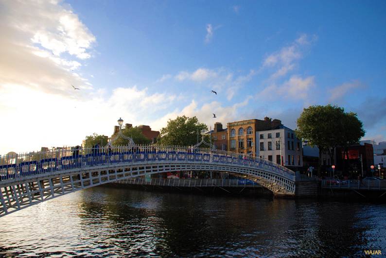 Ha'penny Bridge. Dublin
