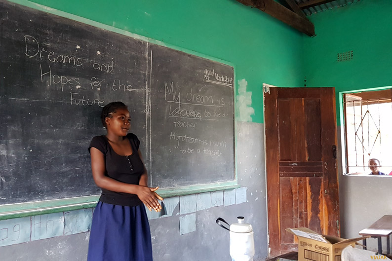 Club de Chicas de la escuela Yosefe en Zambia. Manifiesto Viajero Responsable