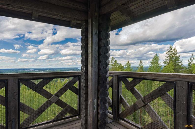 Torre de observacion de Mänttä. Region de los Mil Lagos de Finlandia