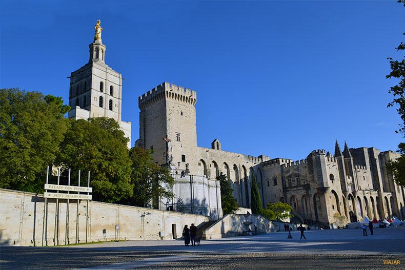 Place du Palais des Papes. Que ver en Avignon. Francia