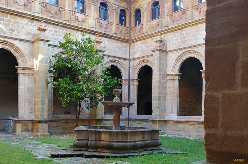 Claustro del Museo Arqueologico de Asturias. Oviedo