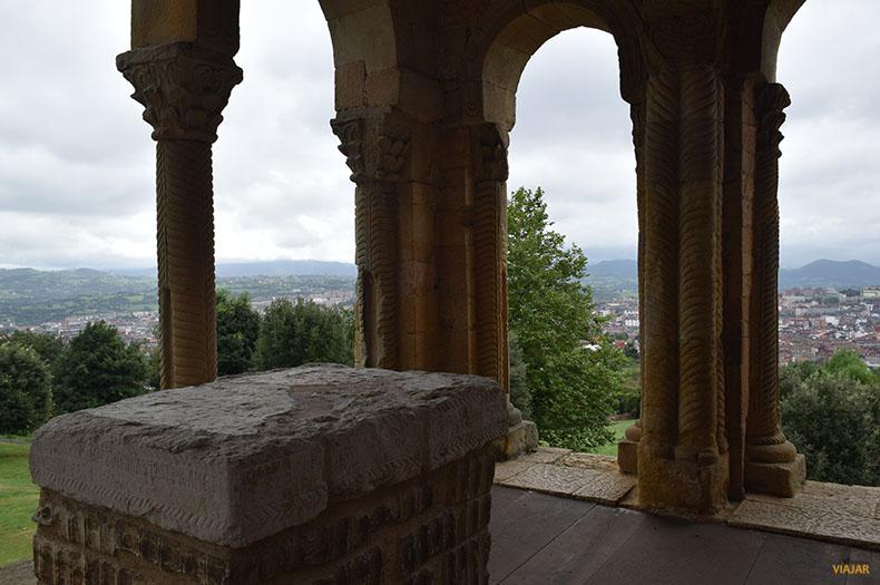 Vistas de Oviedo desde Santa Maria del Naranco. Prerromanico asturiano