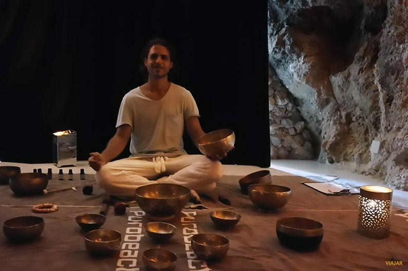 Experiencia Sound Healing en Purobeach Illetas con Gerard Ros
