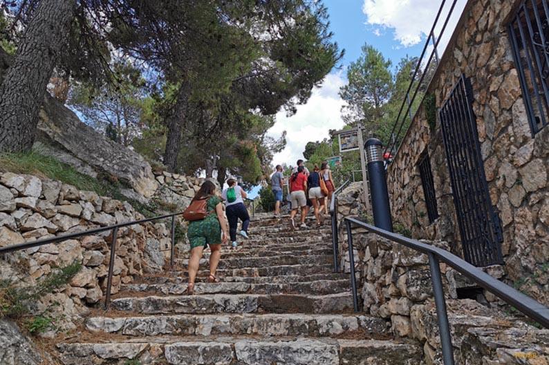 Escaleras de acceso a las Grutas de Cristal de Molinos