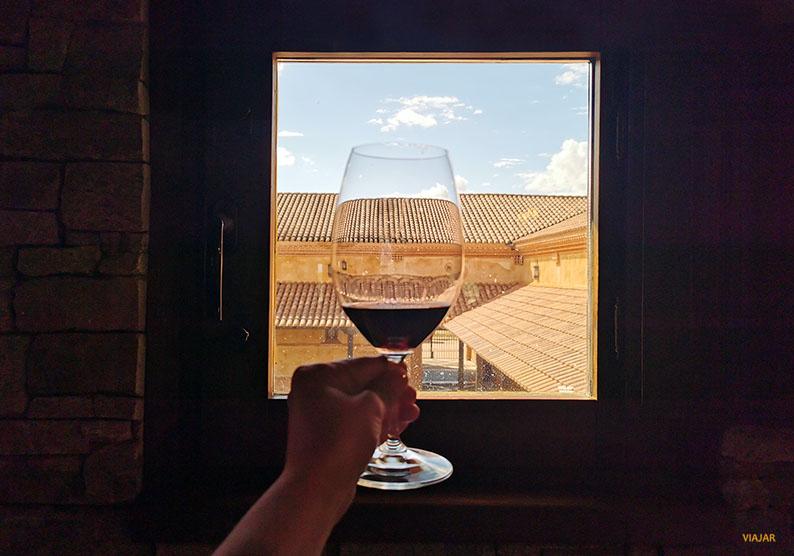 Cata de vinos en Teso La Monja. Ruta Vino de Toro