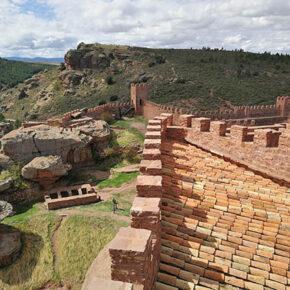 Castillo de Peracense, la fortaleza roja de Teruel